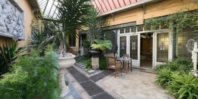 Alte Werkstatt und Haus von Ernest Salu